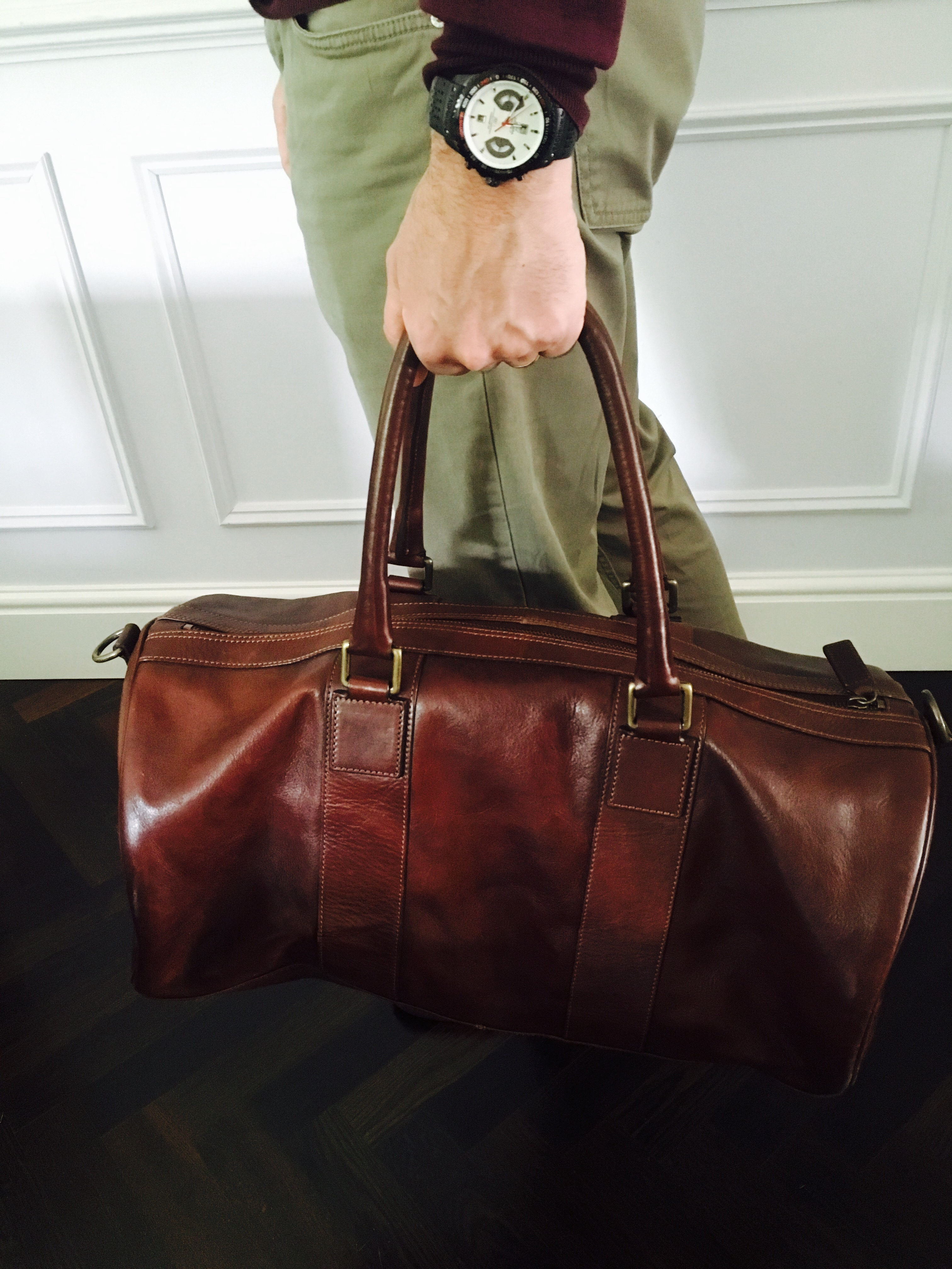 6644e9970a Tips on buying a weekend bag  My advice would be to invest in leather over  any other material. It looks great